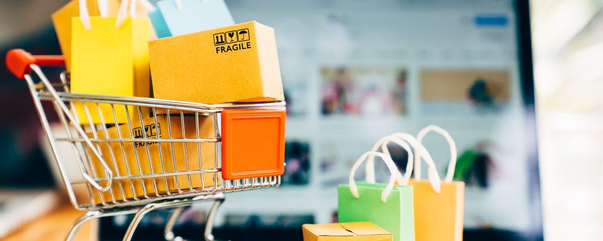 wózek z zakupami - Jak pakować przesyłki, by nie stracić klientów