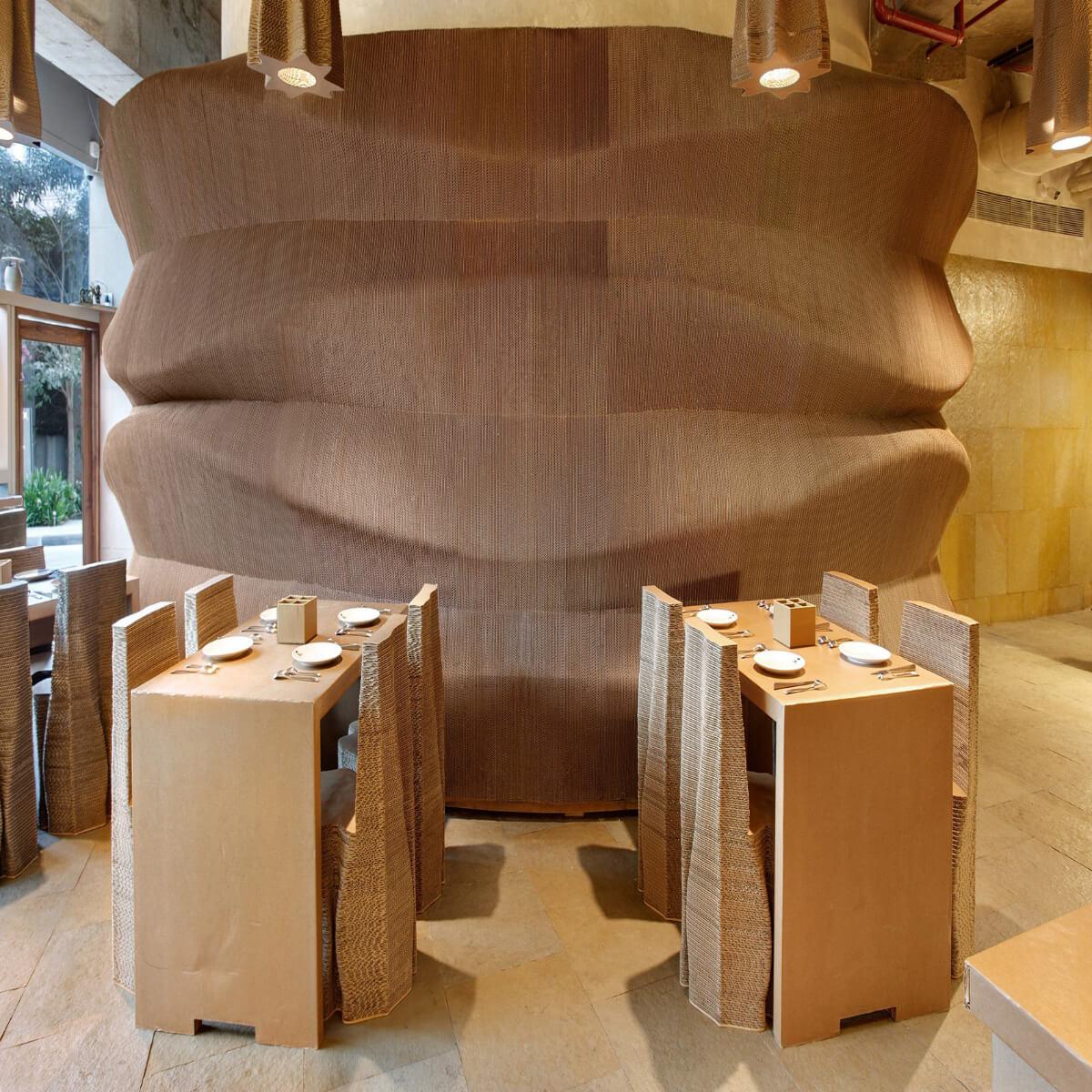 Cardboard cafe - bombay nude architects - wnętrze kawiarni