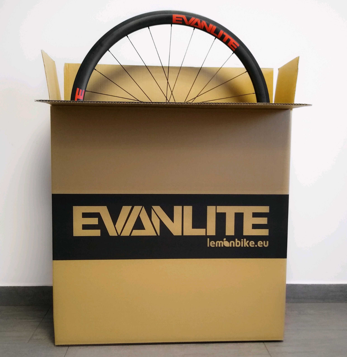 Opakowanie z tektury na koła rowerowe Evanlite